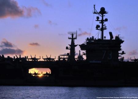 Una portaerei della US Navy. Un po' in tuto il Pacifico Sud-Orientale, queste unita' sarebbero piu' dei bersagli che altro. Perfino in un'eventuale difesa a distanza di Taiwan potrebbe essere problematico proteggerle in modo efficace