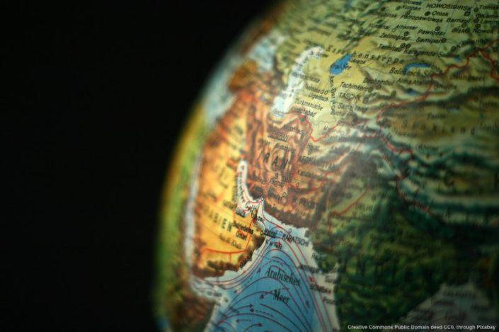 L'Iran e' in una posizione geografica sfavorevole - la maggior parte dei porti si trova nel Golfo Persico e la US Navy ha la base di Diego Garcia nell'Ocean Indiano