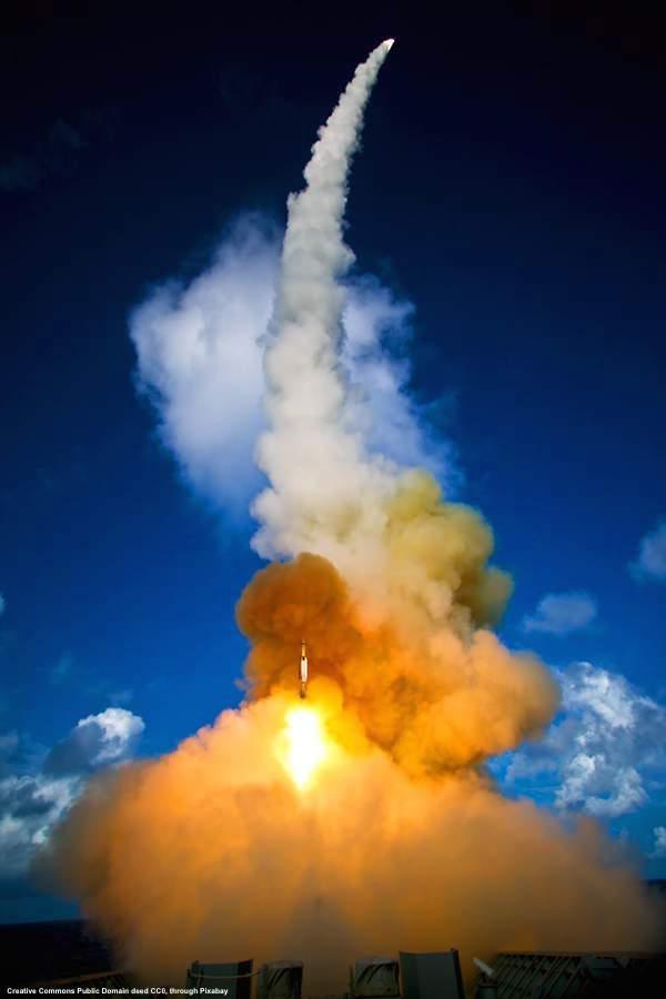 Lancio di missili terra-aria a lungo raggio. I missili russi S-300 ed S-400 sono estremamente efficaci - tanto da essere molto ambiti. A tutti gli effetti, possono essere considerati un'arma geopolitica