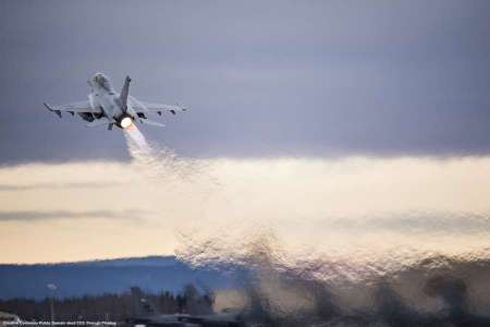 Un F-16 come quello che ha abbattuto il SU-24 russo