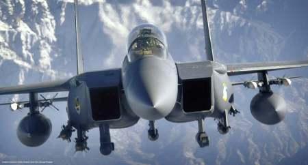 Un aereo d'attacco F-15E della USAF. Con i nuovi missili terra-aria a lungo raggio, l'attacco con bombe intelligenti da media quota - ovvero la modalita' finora piu' sicura - e' improponibile