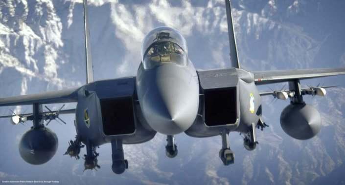 Un caccia-bombardiere USA F-15E. Vari di questi aerei - usati principalmente per missioni di attacco - sono basati in Turchia