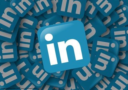 Ho molti contatti su Linkedin. Confesso tuttavia che ormai fare il login al social in questione e' uno sforzo di volonta'