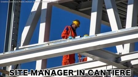Site manager in un cantiere costruzioni