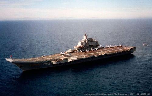 La portaerei della marina russa Kuznetsov