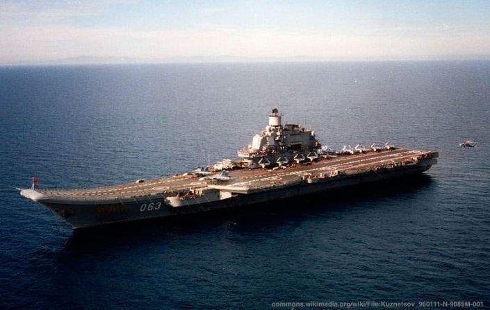 Il caso della spedizione navale russa in Siria ha evidenziato l'importanza per la NATO di Gibilterra e Spagna - soprattutto della prima. Nela foto, la portaerei Admiral Kuznetsov, l'unita' piu' potente della squadra russa dell'epoca