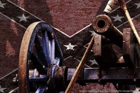 """I candidati """"canonici"""" repubblicani - Jeb Bush per primo - non hanno compreso quanto l'America tradizionale si sia sentita """"offesa"""" dagli attacchi alla bandiera confederata - un simbolo di tradizione ed orgoglio, soprattutto al sud"""