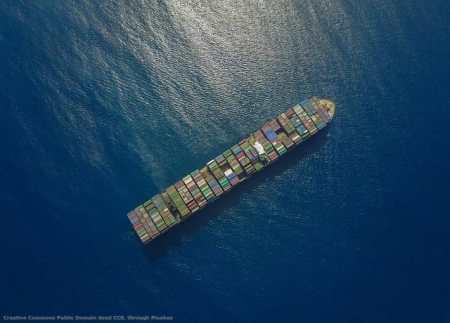 Esportare significa fare prima i conti dei costi logistici e di quelli legati ai dazi. Nel caso degli States, significa anche cercare di prevedere il futuro - una nave porta-container non arriva in America in poche ore