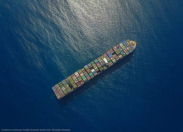 Per la Cina, il controllo del Mar Cinese Meridionale e la protezione delle vie marittime e' fondamentale. Senza di esse, l'import di petrolio e l'export di una quantita' di beni sarebbe in pericolo - e con essi lo sviluppo del Paese. Ovviamente, cio' porta il gigante cinese in rotta di collisione con gli Stati Uniti d'America