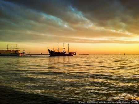 I pirati tenteranno di prendere la nave dell'export poco prima che salpi verso il mare dell'internazionalizzazione
