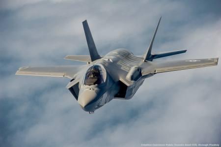 Il caccia-bombardiere F-35. Si tratta non solo del programma militare piu' costoso della storia, ma probabilmente anche di uno dei piu' fallimentari in assoluto