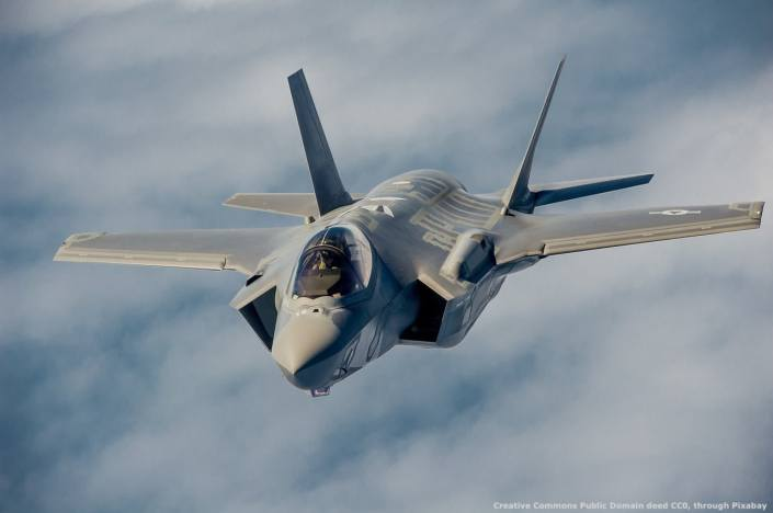 Un caccia-bombardiere F-35. Gli Stati Uniti fanno molto affidamento sul deterrente militare per portare avanti la loro politica estera